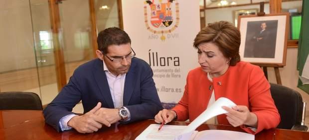 Reunión entre la delegada de la Junta, Sandra García, y el alcalde de Íllora