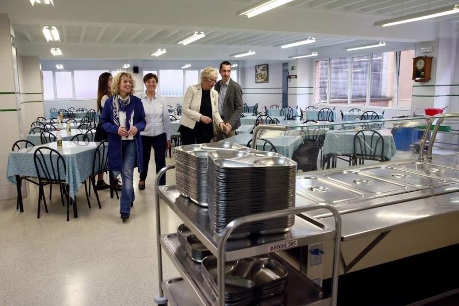 La cocina econ mica atiende a cerca de personas y - Cocina economica santander ...