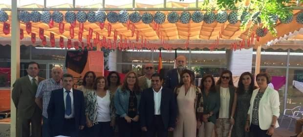 Luna (centro) en el Encuentro de Flamenco de los Centros de Mayores de Córdoba