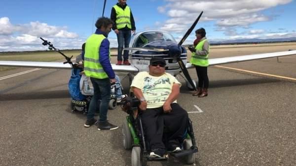 León: Usuarios del CRE en un vuelo adaptado