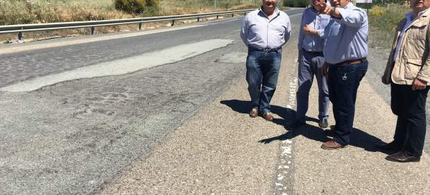 Manuel Andrés González pide mejoras en la carretera HU4102.