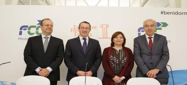 Toni Pérez, segundo por la izquieda, junto a Isabel Bonig