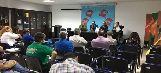 El vicepresidente de la Diputación de Huelva, José Luis Ramos,y sector calzado.