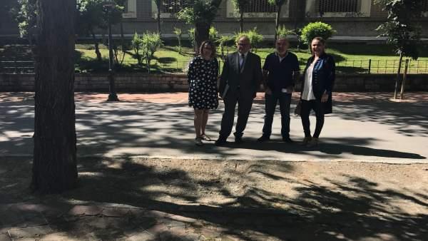 Visita de miembros del PSOE al Paseo de las Bicicletas.