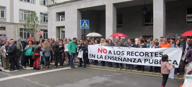 Concentración del profesorado de la escuela pública en Oviedo.