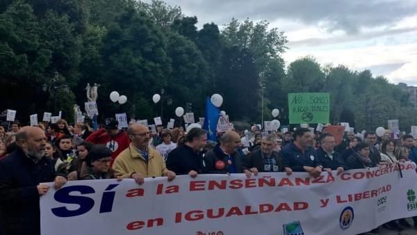 Manifestación de la enseñanza concertada en Oviedo