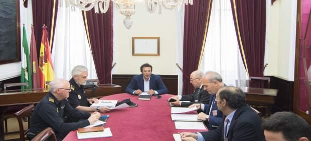 Reunión del alcalde con el Consejo de Hermandades de Cádiz