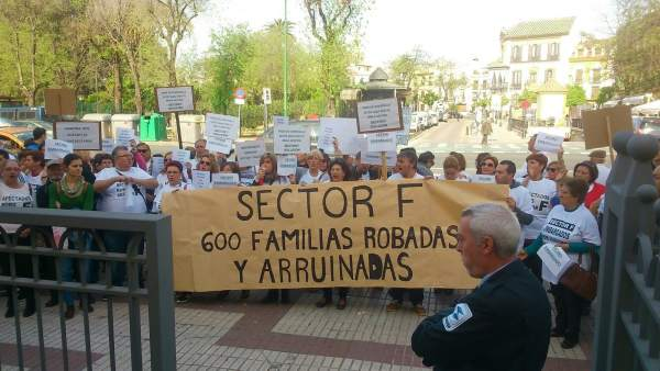 Los parcelistas del Sector F protestan ante Diputación de Sevilla