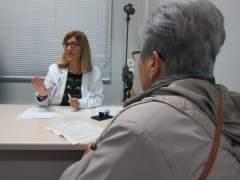 """Los CAP sumarán 5.300 nuevos sanitarios y asignarán trabajadores sociales """"de cabecera"""""""