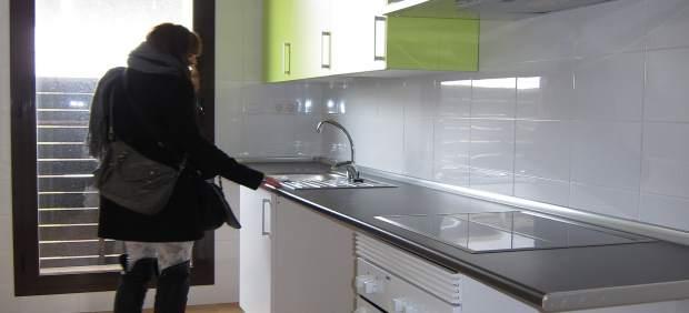Una Cocina De Un Piso Nuevo En Zaragoza. Viviendas, Alquiler, Compra, Cocinas
