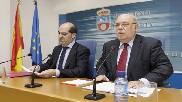 Sota presenta el decreto junto al director general del Emcan