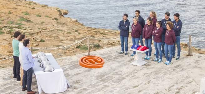 Los concursantes de 'MasterChef' frente al jurado, en Menorca