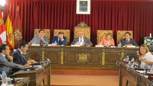 Jesús Julio Carnero preside el Pleno de la Diputación de Valladolid