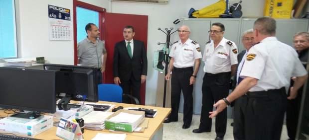 Antonio Sanz visita las dependencias del 091 en Almería
