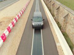 Renault está realizando experimentos de carga de vehículos eléctricos en movimiento