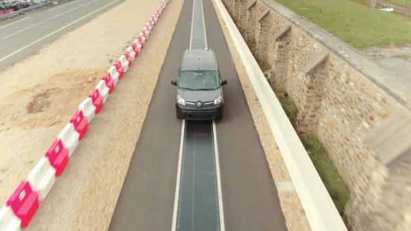 Carga de coches eléctricos en movimiento