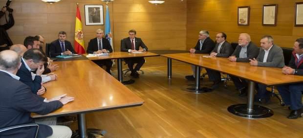 Feijóo y Francisco Conde se reúnen con los alcaldes de la Costa da Morte