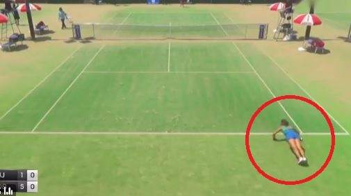 Flexiones entre punto y punto: la extraña manía de la tenista japonesa Rika Fujiwara