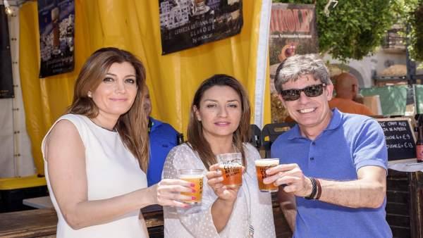 María López Asensio, Carolina Lafita y Juan Felipe Navarro, inauguran la feria.