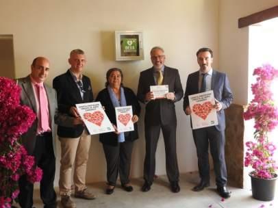 Responsables de Cajasur y del Colegio de Médicos en la caseta