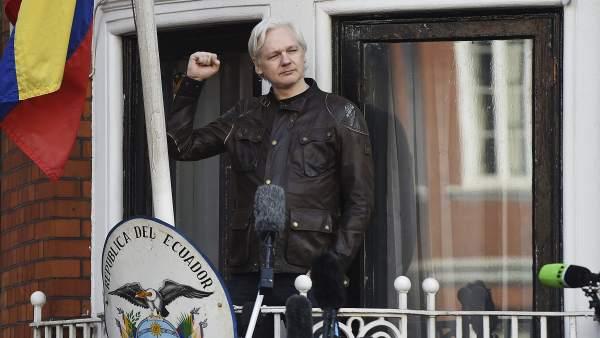 La Fiscalía sueca retira los cargos contra Assange
