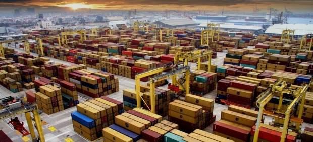 Port de València perd 2 milions i 10.000 contenidors esta setmana per la baixa activitat de l'estiba que cau un 30%
