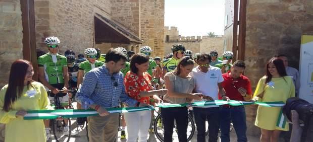 Corte de cinta de la II Ruta Ciclista de los Castillos y las Batallas.