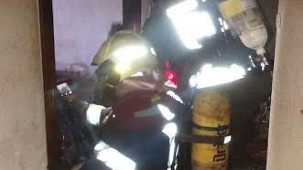 Bomberos sofocan incendio en una vivienda en Laredo