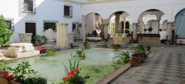 Patio de entrada al Palacio de los Páez, sede del Arqueologico