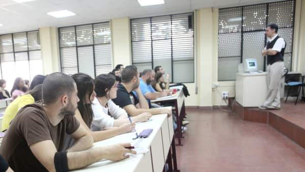 Estudiantes de la Universidad De Sevilla