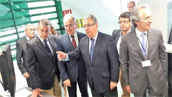 El ministro de Interior, Juan Ignacio Zoido, visita la prisión de El Acebuche