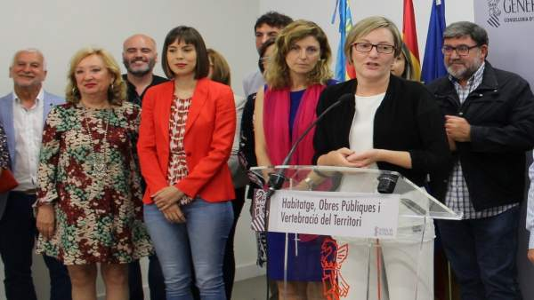 La primera edil en la presentación de la estrategia con alcaldes y el Consell