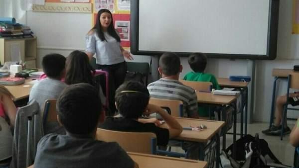 Alumnos del  colegio de Las Gabias reciben charlas contra los micromachismos.
