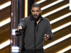 Drake detiene un concierto para señalar a un acosador
