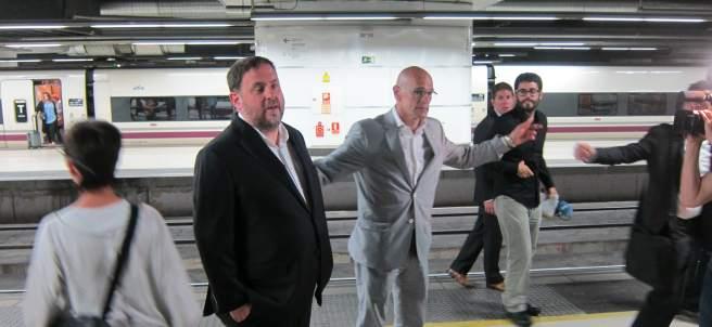 O.Junqueras y R.Romeva ponen rumbo a Madrid en el AVE