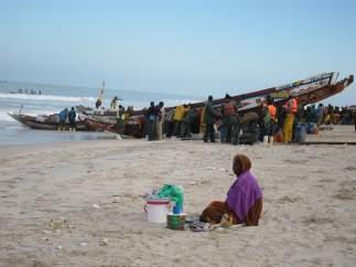 Pescadores mauritanos en la playa de Nuackchott
