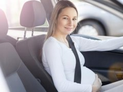 Cómo deben colocarse el cinturón de seguridad las embarazadas