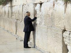 Polémica por el manuscrito de Trump en el Museo del Holocausto en Israel