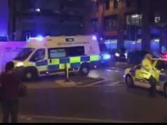 """La Policía confirma """"varios muertos"""" en un concierto en un estadio de Manchester tras una explosión"""
