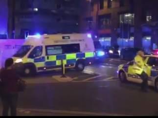 Ambulancia fuera del Manchester Arena