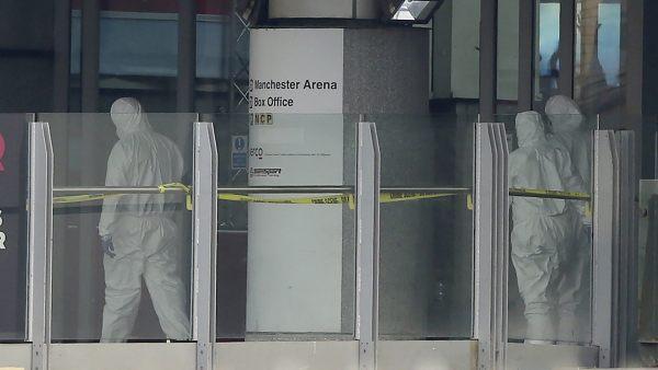 Policía forense en el Manchester Arena
