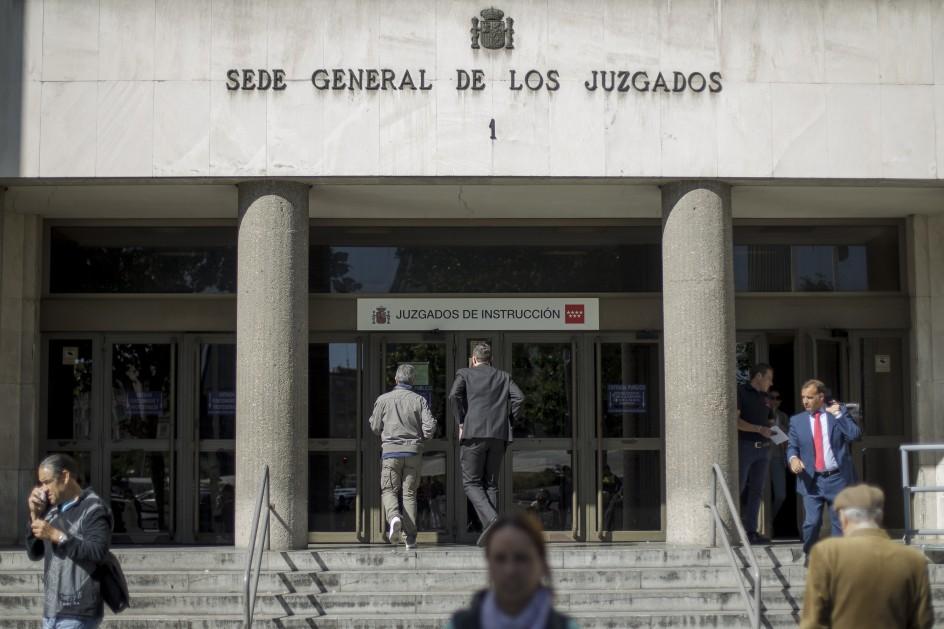 La jueza imputa al excomisario villarejo por la agresi n a for Juzgado seguridad social