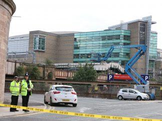 Seguridad en el exterior del Manchester Arena