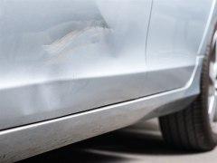 Los coches grises son los que más golpes reciben