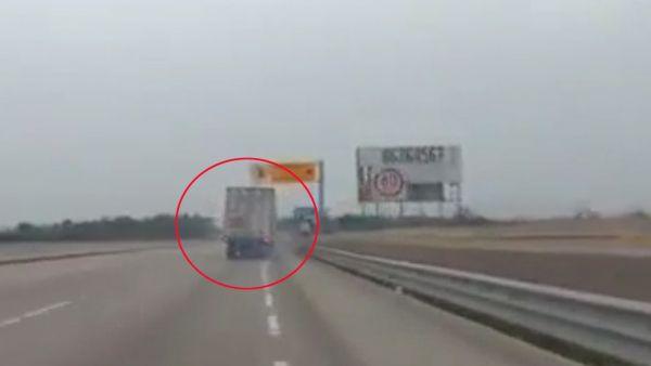 La excelente maniobra de un camionero sin frenos