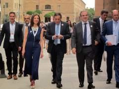 Salamanca.-Sáez Aguado y representantes farmacéutico