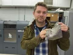 De jugar con una nave de cartón a fabricar tejido metálico para la NASA