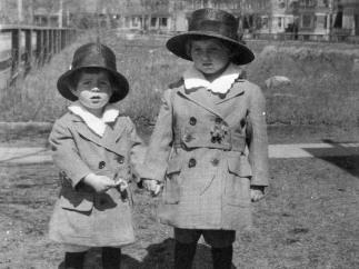 John F. Kennedy, con dos años