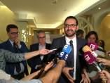 Gutierrez atiende a los medios