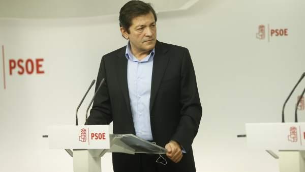 Fernández renuncia a ser secretario en Asturias